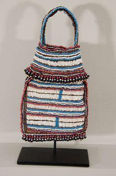 Mfengu (Xhosa) beaded tobacco bag. South Africa. Seed Bead Earrings, Bead Jewelry, African Beads, African Art, Xhosa, Orisha, Beaded Bags, Zulu, African Fashion