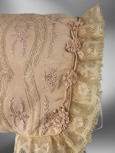 1920-1929    Hand-embroidered silk crepe, lace and silk