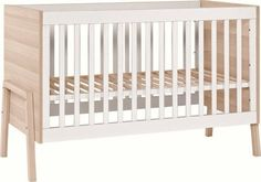 The structure of the cot lets the user install knickknacks and other accessories. The cot base's 3 levels of height regulation and removable filler bars facilitate adapting the bed to the age of a child.