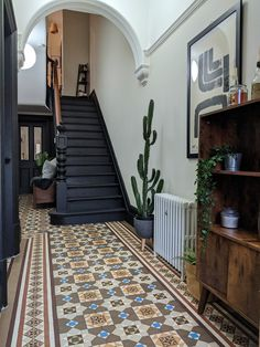 Edwardian Hallway, Victorian Stairs, Victorian House Interiors, Victorian Terrace House, Edwardian House, Victorian Homes, Interior Design Victorian, Entrance Hall Decor, Hallway Colours
