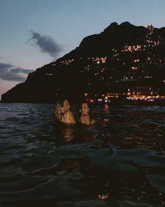 Italian summer nights Source by luciegreenbee. Summer Vibes, Summer Feeling, Summer Nights, Summer Winter, Cute Friend Pictures, Best Friend Pictures, Italian Summer, Italian Night, Night Vibes