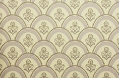 Pot Pourri Wallpaper A medium sized patterned wallpaper featuring overlapping lavender hoops with matching contemporary floral detail.