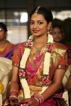 Traditional Southern Indian bride wearing bridal silk saree, jewellery and… Indian Bridal Fashion, Indian Bridal Wear, Indian Wear, Indiana, Indian Jewellery Design, Bridal Jewellery, Jewellery Designs, Wedding Jewelry, Saree Jewellery