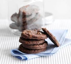 You're only five ingredients away from a double chocolate melt-in-your-mouth delightCombine the crunch of a shortbread base with a gooey caramel middle and chocolate topping and you have … Chocolate Shortbread Cookies, Shortbread Biscuits, Chocolate Biscuits, Biscuit Cookies, Chocolate Biscuit Recipe, Bbc Good Food Recipes, Sweet Recipes, Bbc Recipes, Cookie Recipes