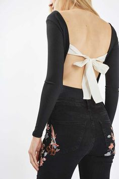 The body comes updated in this pretty style. Long sleeved with a scooped neck, we're lusting over the white bow detail to the low back. Wear with high waisted jeans or a leather skirt to toughen up the look. #Topshop