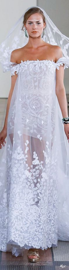 Find tips and tricks, amazing ideas for Georges chakra. Discover and try out new things about Georges chakra site Georges Chakra, White Wedding Dresses, Wedding Dress Styles, Bridal Dresses, Beautiful Gowns, Beautiful Bride, Special Dresses, Long Dresses, Glamour