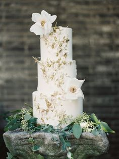beautiful gilded wedding cake by Maggie Austin Cake