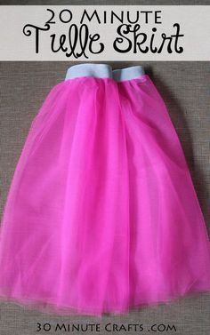 DIY Tulle Skirt - whip up this simple tulle skirt in about 20 minutes! Fun to wear to a race, party, or just around the house! Source by rjohnsoncaswy tulle skirt Tulle Skirt Kids, Diy Tutu Skirt, Tulle Skirt Tutorial, Tutu Skirts, Adult Tulle Skirt Diy, Diy Jupe Tulle, Tulle Tutu, Tuelle Skirts, Cinderella Tutu Dress