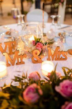 Ρομαντικός στολισμός σε τραπέζι δεξίωσης γάμου στο Mystras Grand Palace Resort & Spa στη Λακωνία. Table Decorations, Furniture, Home Decor, Decoration Home, Room Decor, Home Furnishings, Home Interior Design, Dinner Table Decorations, Home Decoration