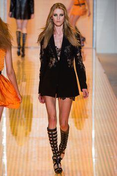 Versace Spring 2013 Ready-to-Wear Fashion Show - Julia Frauche