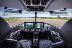 It isn't just the most affordable jet on the market. The Cirrus Vision Jet also promises to be among the easiest to fly. Small Private Jets, Luxury Private Jets, Private Plane, Jets Privés De Luxe, Aviation Engineering, Aviation Art, Helicopter Cockpit, Personal Jet, Airplane Interior