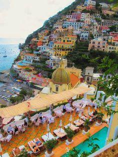 Positano Amalfi Coast, Italy..... Can you amagine lying on this beach!!!!!!!!!