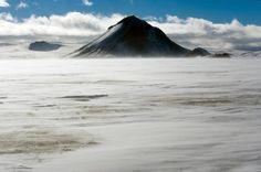 Volcán #Mælifell entre nubes en #Islandia #Iceland