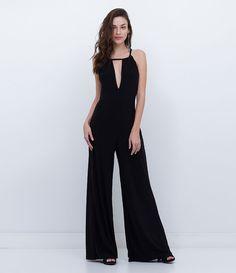 Macacão feminino Modelo longo Com amarração nas costas Marca: Just Be Tecido: crepe Modelo veste tamanho: P Medidas da Modelo: …