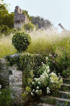 isabel and jualian bannerman / trematon castle gardens, saltash cornwall