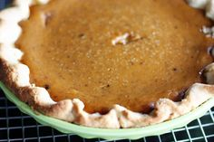 Crisco Pie Crust -- If you adore a flaky pie crust (and who doesn't?), then this Crisco pie crust is the one for you! Includes the classic Crisco pie crust recipe, as well as an adapted version for deep dish pies. Libbys Pumpkin Pie, Fresh Pumpkin Pie, Libby's Pumpkin, Homemade Pumpkin Puree, Pumpkin Pudding, Pumpkin Pie Recipes, Homemade Recipe, Veggie Recipes, Crisco Pie Crust Recipe