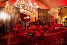 We kicked off 2015 at an exclusive event hosted by USC Special Events & Catering. How gorgeous is this space? The chandeliers are a real showstopper! Inside you can 550 people for a sit down dinner and 1,500 for a reception.  Luxe Linen provided the Safari in Cardinal Red, Safari in Onyx, Provence in Platinum and Paris in Platinum linens for this spirited Cocktails and Collegues event.