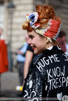 Paloma Faith, inspiration of style, headbands were a big thing. Paloma Faith, Retro Hairstyles, Female Singers, Beautiful People, Beautiful Things, Dress To Impress, Hair Inspiration, Ikon, Style Me