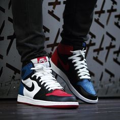 """Air Jordan 1 Retro High OG """"Top Note that they're asymmetrical. Not done often, but brilliant. Air Jordan Retro, Air Jordan Shoes, Jordan Sneakers, Zapatillas Nike Jordan, Tenis Nike Air, Nike Air Jordans, Sneakers Mode, Sneakers Fashion, Shoes Sneakers"""