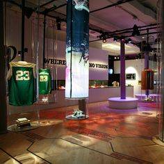 PISO para el GYM  Nike's 5,500 square foot pop-up retail store at 476 Broome Street in Manhattan. Designed by Eight Inc.