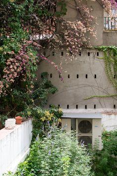 Barcelona courtyard at @marsetbarcelona #SunnyDesign