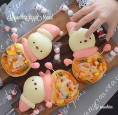 ruruchirinさんの雪だるまのピザパン #snapdish #foodstagram #instafood #food #homemade #cooking #japanesefood #料理 #手料理 #ごはん #おうちごはん #テーブルコーディネート #器 #お洒落 #ていねいな暮らし #暮らし #雪だるま #ピザパン #パン #ピザ #デコパン #手作りパン #おひるごはん #ランチ https://snapdish.co/d/fKKGWa