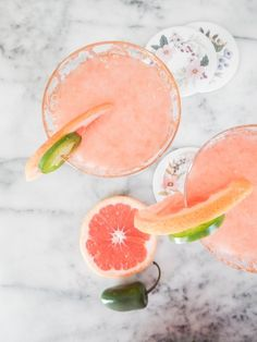 """Every year Pantone announces a """"Color of the Year"""" based on current and upcoming trends. For the Pantone color experts have chosen Living Coral. Easter Cocktails, Refreshing Summer Cocktails, Non Alcoholic Cocktails, Fruity Cocktails, Summer Drinks, Brunch Drinks, Drinks Alcohol, Party Drinks, Keto Cocktails"""