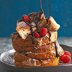 This french toast recipe is amazing! Loaded with sweet chocolate and mascarpone cheese makes this french toast so tasty and delicious. A yummy breakfast treat or dessert. Brunch Recipes, Bread Recipes, Baking Recipes, Dessert Recipes, Brunch Menu, Brunch Ideas, Breakfast Recipes, French Toast Casserole, Snacks