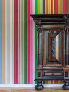 Droog lanceert een behangcollectie die is geïnspireerd op klassieke kunstwerken uit het Rijksmuseum en Nederlandse kerken.De collectie omvat ontwerpe...