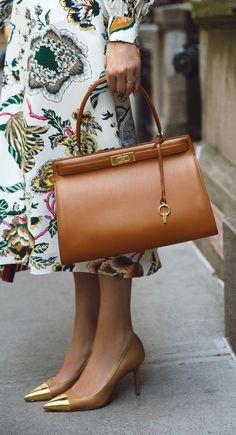 women handbags and purses Fall Handbags, Luxury Handbags, Purses And Handbags, Leather Handbags, Fashion Bags, Fashion Accessories, Womens Fashion, Sac Week End, Winter Dress Outfits