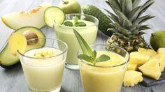 Die Ananas bildet eine gute Grundlage für saftige Smoothies, da sie kalorienarm…