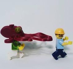 No corras dame un besito  #Lego #minifigures #Legominifigures #bricks #legostagram #Legophotography #legoworld #Legoaddict #bricknetwork #toyphotography #toygroup_alliance #LegoEspaña #legospain #Legogram #Legomania #Legocollector #Pulpo #Carpintero #Amor #Beso #Kiss #love by lebrickgo