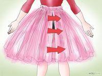 Cousez la jupe. Votre tutu est presque terminé, mais il faut encore coudre le dos, là où les deux bouts de la pièce de tissu se rejoignent. Épinglez ensemble les bords du tulle et cousez-les avec un point droit à environ un centimètre du bord. Faites attention à bien coudre ensemble les quatre épaisseurs et pas seulement la couche du haut.