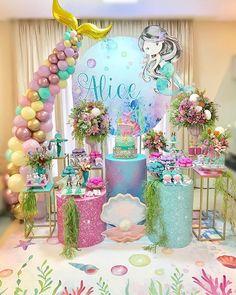 An incredible day under the sea! Baby Girl Birthday Theme, Mermaid Birthday Cakes, Fairy Birthday Party, 1st Birthday Parties, Mermaid Party Decorations, Birthday Party Decorations, Little Mermaid Parties, Alice, Disney Princess Cartoons