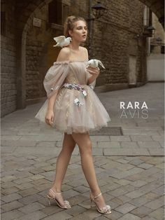 Wedding dress Levi by Rara Avis. Off shoulder hanging sleeves off shoulder tulle above the knee short wedding dress. Based in Vancouver, Canada. Couture Mode, Couture Fashion, Runway Fashion, Fashion Goth, Juicy Couture, Dior Couture, Couture Dresses, Fashion Dresses, Dream Dress