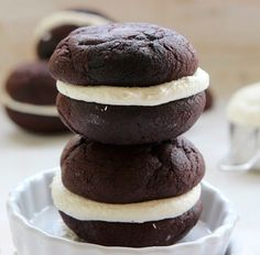 Whoopie Pies A dark, deep cake-like exterior sandwiched together with a billowy, marshmallow interior. Whoopie Pies for of JSanta's Easy Whoopie PiesDIY Monster Whoopie Pies Easy Cookie Recipes, Pie Recipes, Easy Desserts, Sweet Recipes, Baking Recipes, Delicious Desserts, Yummy Food, Tasty, Chocolate Whoopie Pies