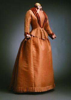 Two-piece travel dress. Ca 1870