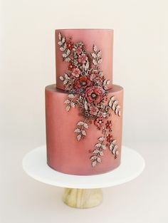 vintage looking rust and cranberry colored wedding cake with floral appliqué | Photography: This Modern Romance