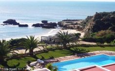 1 bedroom sea front apartment with pool in Praia dos Aveiros, Albufeira, Algarve, Portugal - Wonderful front line fully furnished and equipped apartment right on the beach. Walking distance to all amenities, perfect for holidays or permanant living. - http://www.portugalbestproperties.com/component/option,com_iproperty/Itemid,7/id,1073/view,property/#