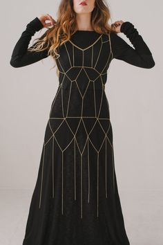This delicate chain dress is a 1920 style garment fit for a queen. Imagine your body dripping in chains - this is it. This geometric body chain is a Couture Fashion, Diy Fashion, Womens Fashion, Fashion Design, Body Chain Jewelry, Plain Dress, Body Chains, Fashion Accessories, Bridal Accessories