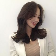 (notitle) Sure, the bushy perms of the might be out of vogue, but there are plenty of hair perms Permed Hairstyles, Trendy Hairstyles, Wedding Hairstyles, Wavy Hair, Her Hair, Medium Hair Styles, Long Hair Styles, Different Types Of Curls, Air Dry Hair