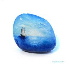 Painted stone, sasso dipinto a mano. Sea