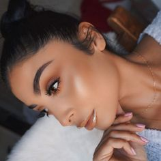 This Bronzy Glowy Makeup look is now on my channel! Link in Bio! Show me some love Necklace @blancobay @hudabeauty / @shophudabeauty Samantha Lashes #hudabeauty @benefitcosmeticsuk Precisely My Brow Pencil @anastasiabeverlyhills Clear Brow Gel #anastasiabeverlyhills @marcbeauty Dew Drops & Genius Gel Foundation #marcbeauty #marcjacobs @jouercosmetics Skinny Dip Lip Topper #jouercosmetics @shopvioletvoss Matte About You Palette #violetvoss