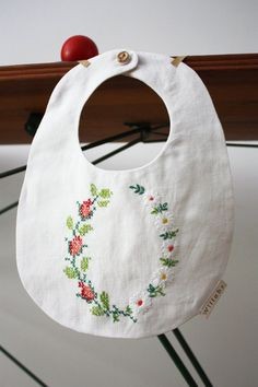 embroidered bib - make from an old pillowcase that is already embroidered. Cross Stitching, Cross Stitch Embroidery, Embroidery Patterns, Hand Embroidery, Cross Stitch Patterns, Machine Embroidery, Sewing For Kids, Baby Sewing, Sewing Art