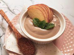 Chcete vyrobit zdravý domácí kakaový termix? Stačí vám jen 3 ingredience, místo kakaa můžete dát carob a odlehčená varianta je na světě. Jak na to? Hummus, Ethnic Recipes, Food, Essen, Meals, Yemek, Eten