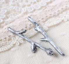 Twig bobby pins by WoodlandBelle on Etsy - these would be perfect with my ring! They also have very pretty hydrangea flower pins.