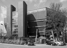 Florey Building 4, Queen's College, Oxford University (1968-71) | James Stirling |  Photo : Simon Phipps