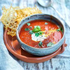 Tomatsoppa med parmesanchips