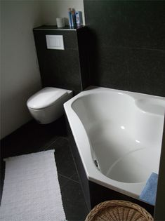 Below is a small bathroom design that stated that genuinely fulfills a basic, minimalist, modern and also elegant indoor design. Happy New Home, Small Bathroom, Bathrooms, Master Bedroom, Home And Garden, New Homes, Bathtub, Minimalist, Indoor