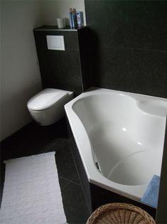 Hoekbad kleine badkamer